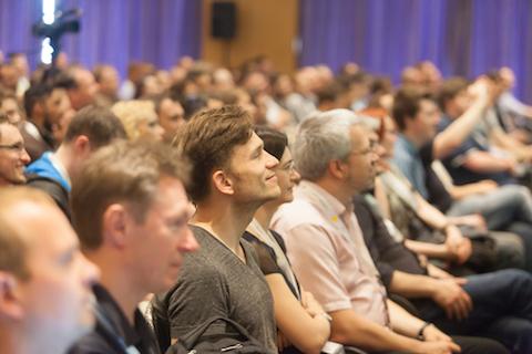 Gefüllter Raum bei einer Session der international PHP Conference